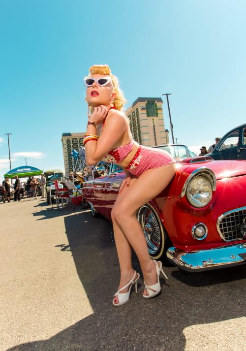viva-las-vegas-voiture-rouge-profil-min